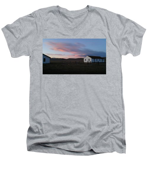 Cue The Coyotes Men's V-Neck T-Shirt