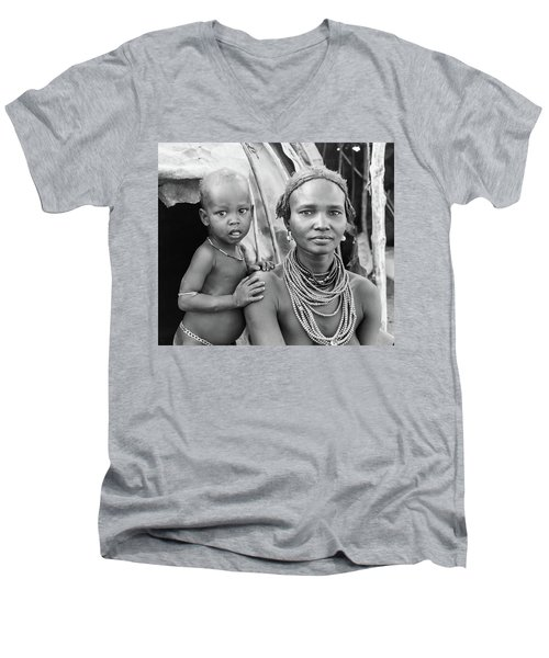 Dassanech Mother And Baby 2 Men's V-Neck T-Shirt