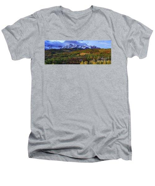 Dawn At The Dallas Divide Panoramic Men's V-Neck T-Shirt