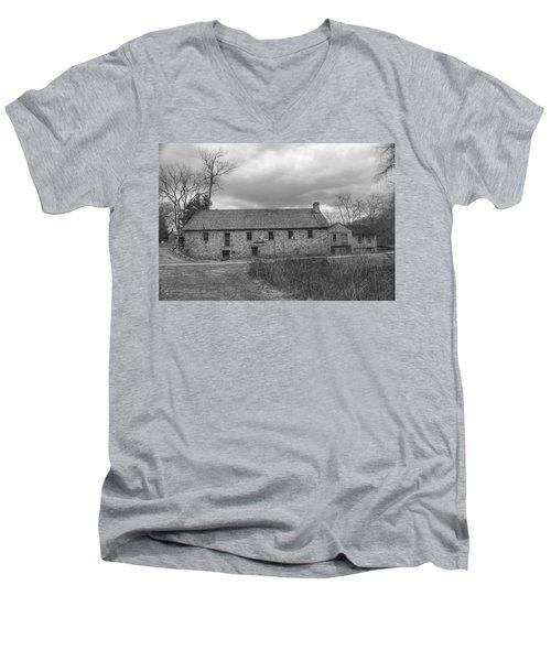 Grey Skies Over Fieldstone - Waterloo Village Men's V-Neck T-Shirt