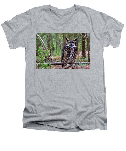 Great Horned Owl Standing On A Tree Log Men's V-Neck T-Shirt