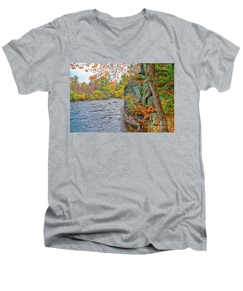 Hogback Dam Pool Men's V-Neck T-Shirt