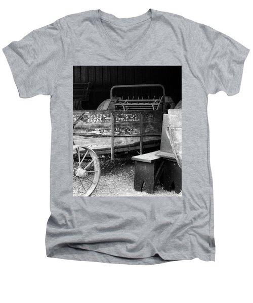 Johndeere Men's V-Neck T-Shirt