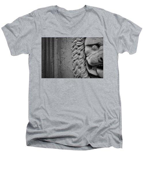 Lion Statue Portrait Men's V-Neck T-Shirt