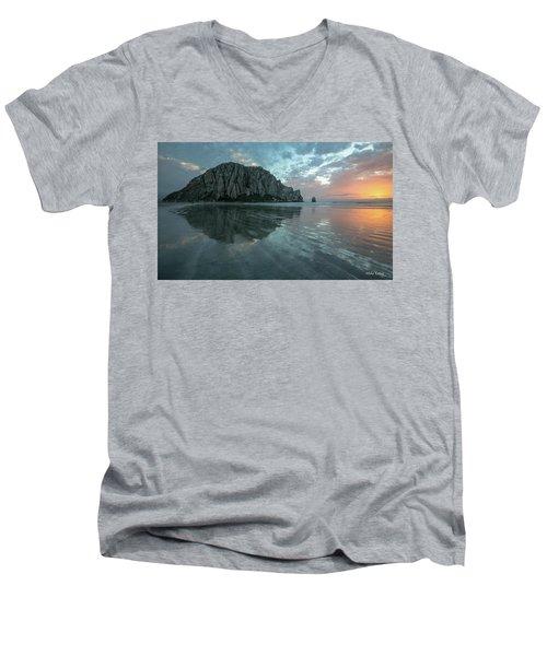Morro Rock Sunset Men's V-Neck T-Shirt