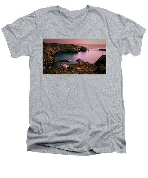 Mullion Cove Sunset - Cornwall General View Men's V-Neck T-Shirt