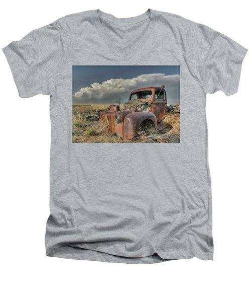 Never Quit Men's V-Neck T-Shirt