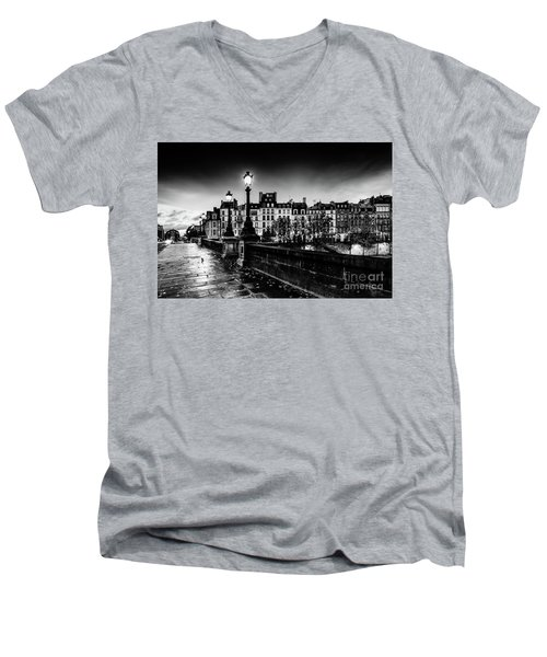 Paris At Night - Pont Neuf Men's V-Neck T-Shirt
