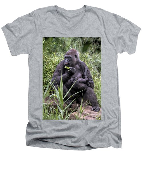 Proud Mama Silverback 6243 Men's V-Neck T-Shirt