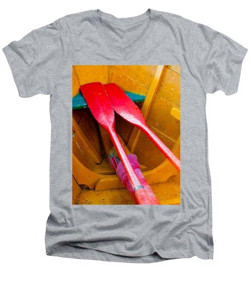 Red Oars Men's V-Neck T-Shirt