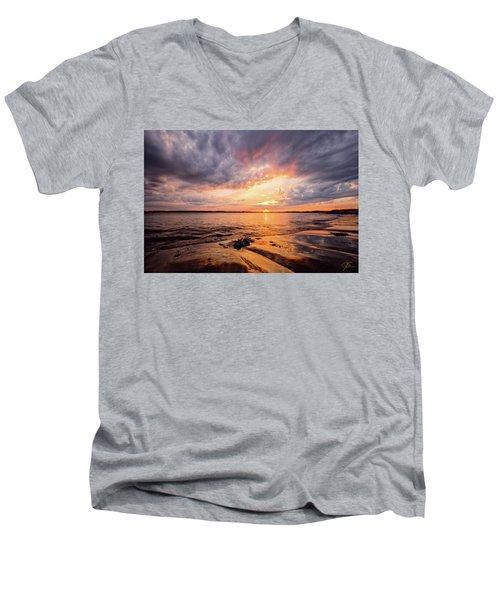 Reflect The Drama, Sunset At Fort Foster Park Men's V-Neck T-Shirt