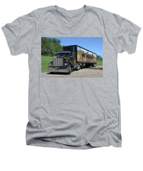Smokey And The Bandit Tribute Kenworth W900 Black And Gold Semi Truck Men's V-Neck T-Shirt