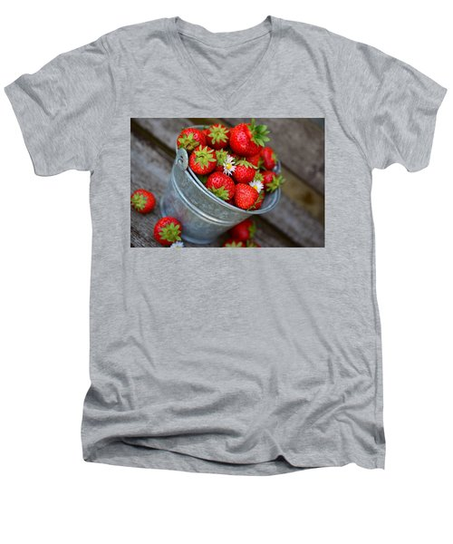Strawberries And Daisies Men's V-Neck T-Shirt