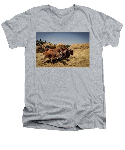 Threshing Men's V-Neck T-Shirt