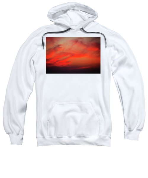 a gorgeous sunset with luminous red clouds over the Yala Nationalpark Sweatshirt
