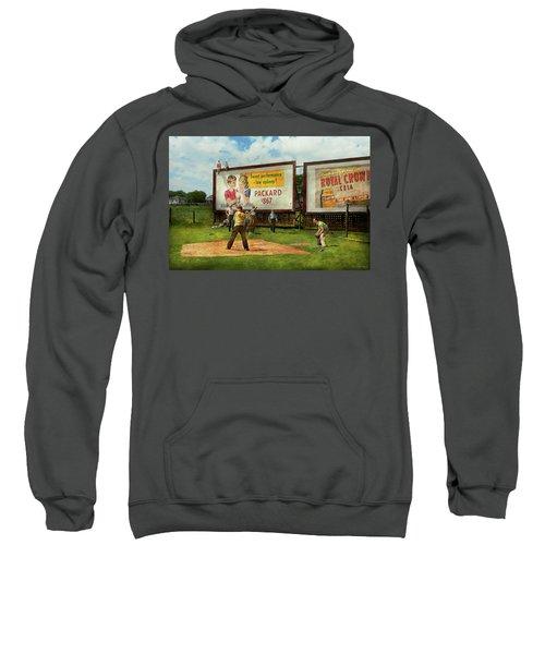 Sport - Baseball - America's Past Time 1943 Sweatshirt