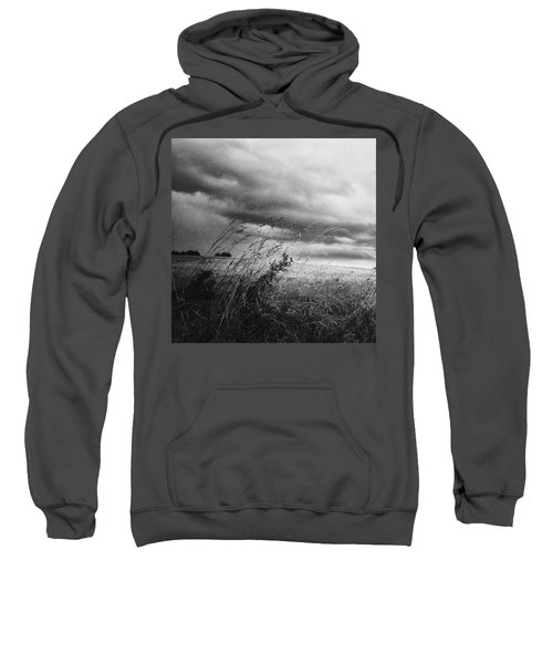 Und Unter Den Wolken Wächst Das Sweatshirt