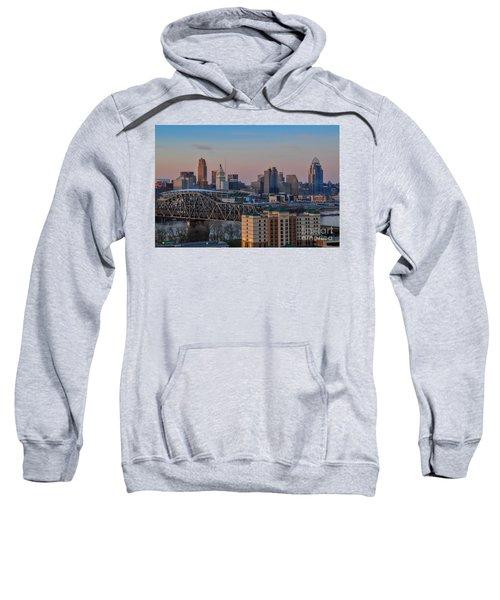 D9u-876 Cincinnati Ohio Skyline Photo Sweatshirt