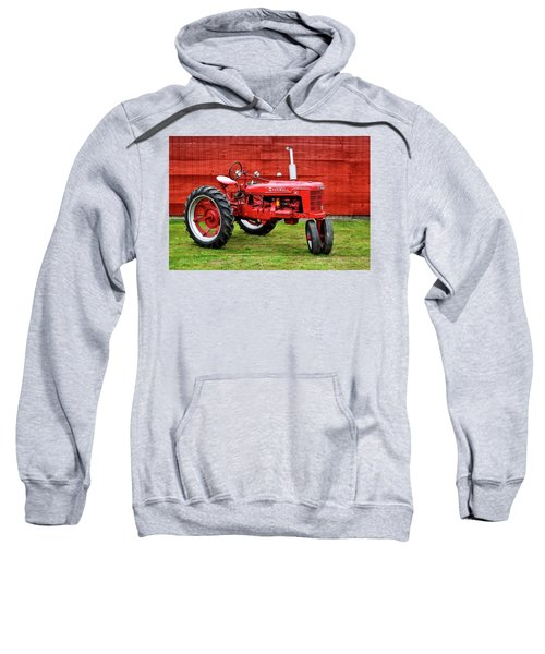 Vintage Farmall Tractor With Barnwood Sweatshirt