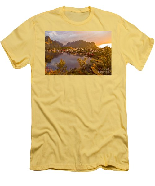 The Day Begins In Reine Men's T-Shirt (Athletic Fit)