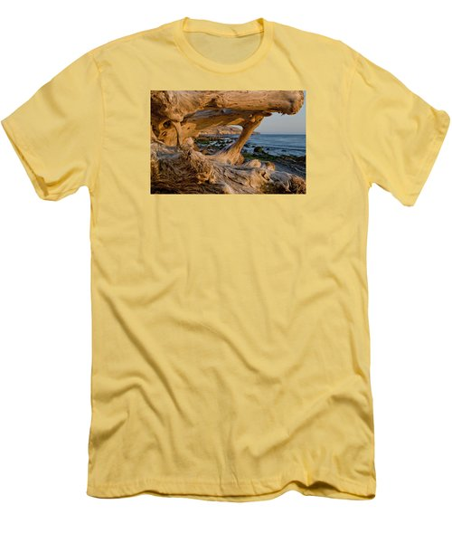 Bowling Ball Beach Framed In Driftwood Men's T-Shirt (Athletic Fit)