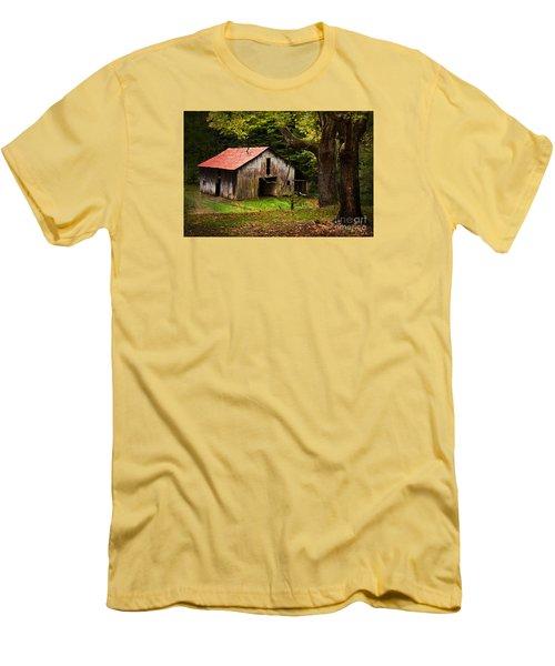 Kentucky Barn Men's T-Shirt (Slim Fit) by Lena Auxier