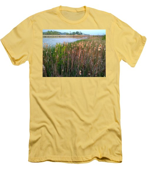 Moss Landing Washington North Carolina Men's T-Shirt (Athletic Fit)