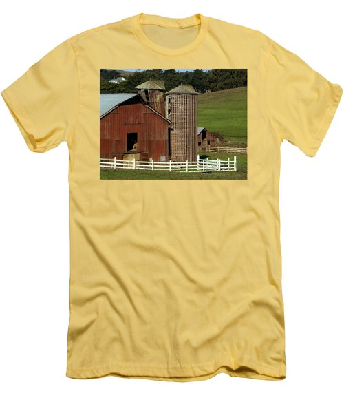Rural Barn Men's T-Shirt (Slim Fit) by Bill Gallagher