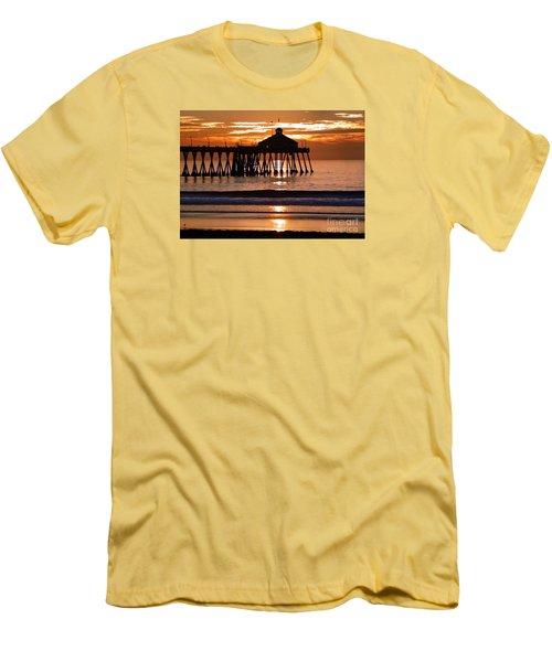 Sunset At Ib Pier Men's T-Shirt (Athletic Fit)