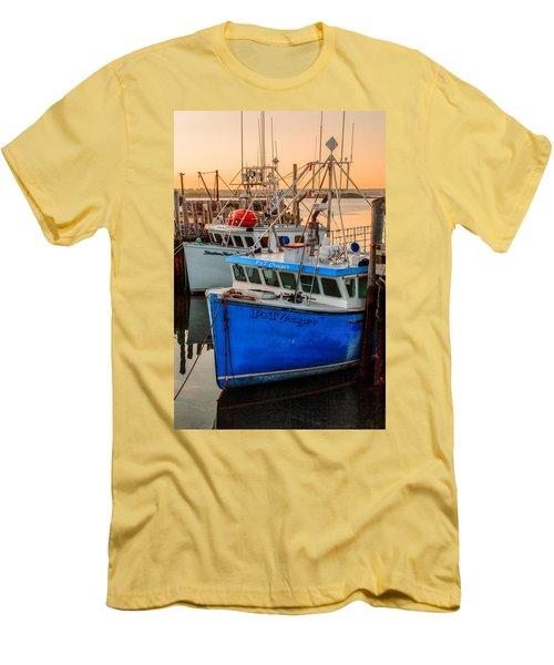 Yarmouth Harbour Men's T-Shirt (Athletic Fit)