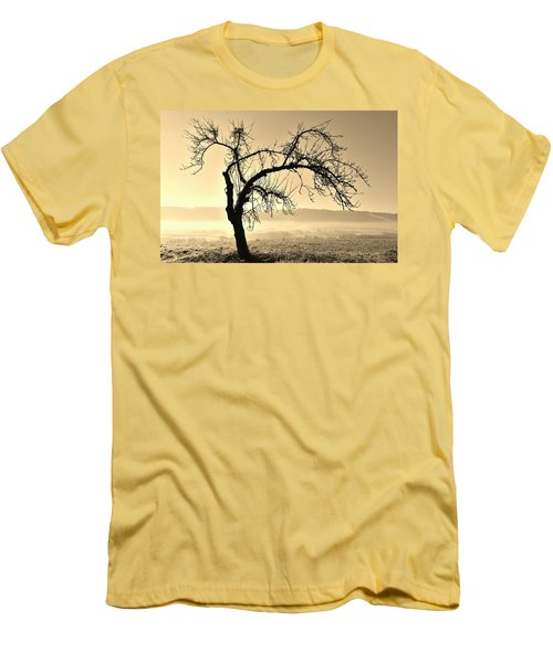 cold Winter day.... Men's T-Shirt (Slim Fit) by Werner Lehmann