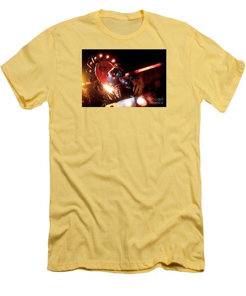Dave Grohl - Foo Fighters Men's T-Shirt (Athletic Fit)
