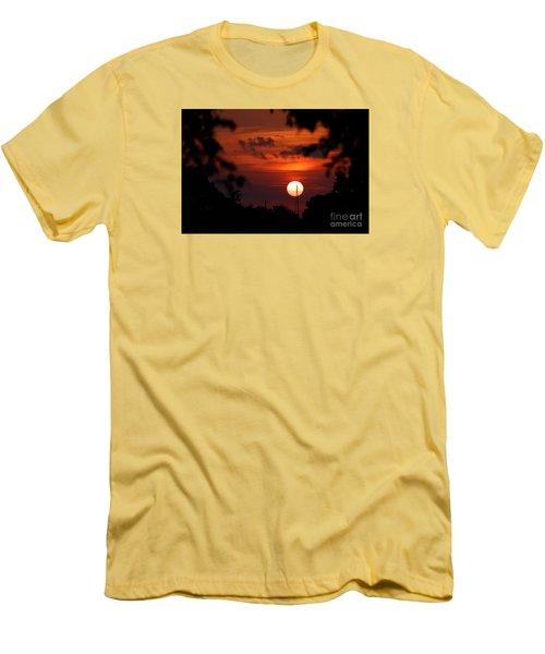Sunset At Lake Hefner Men's T-Shirt (Slim Fit)
