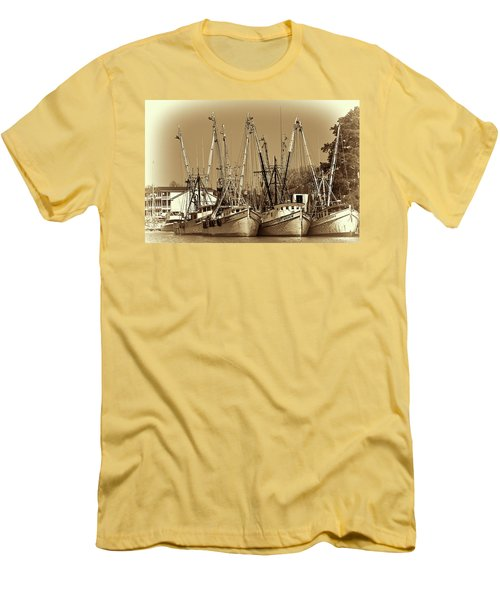 Georgetown Shrimpers Men's T-Shirt (Slim Fit) by Bill Barber