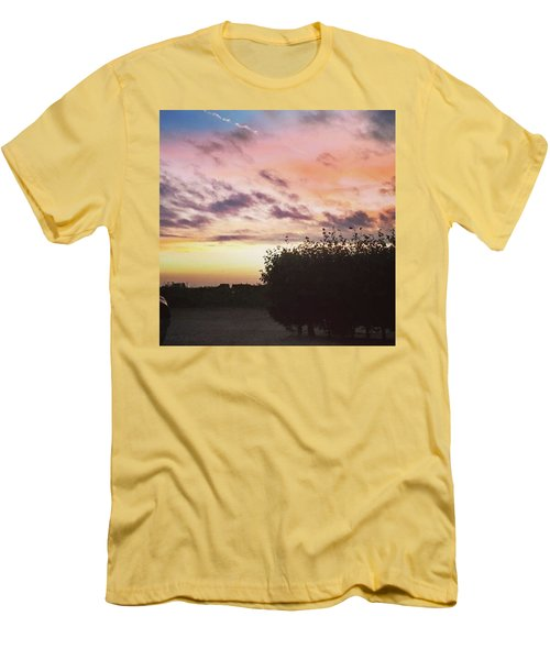 A Beautiful Morning Sky At 06:30 This Men's T-Shirt (Athletic Fit)