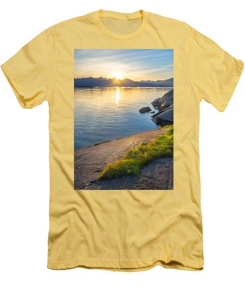 Arctic Sunrise Men's T-Shirt (Athletic Fit)