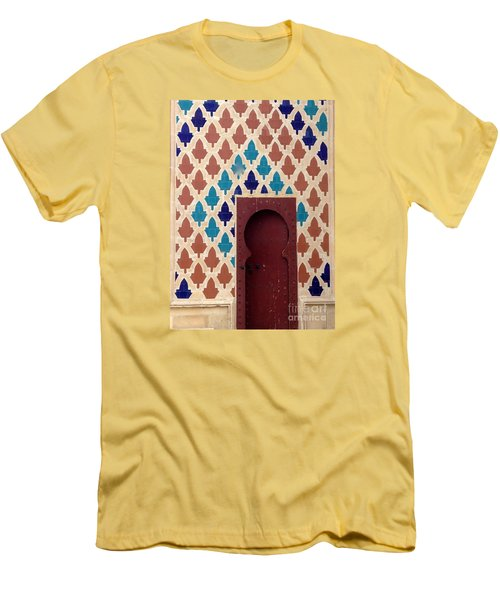 Dubai Doorway Men's T-Shirt (Athletic Fit)