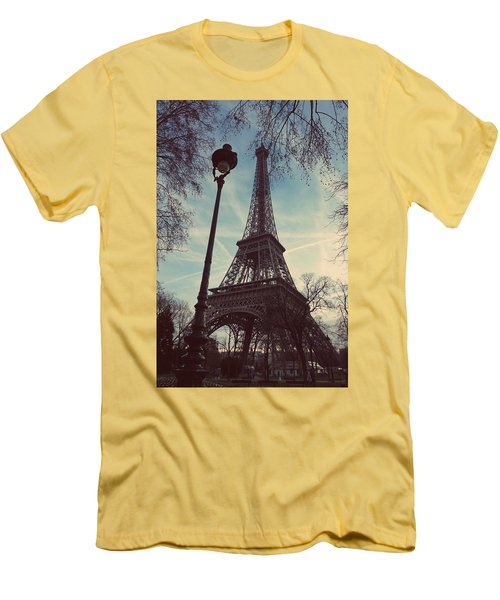 Eiffel Tower And Lampost Men's T-Shirt (Athletic Fit)
