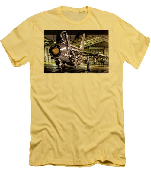 English Electric Lightning Qra Shed Men's T-Shirt (Athletic Fit)