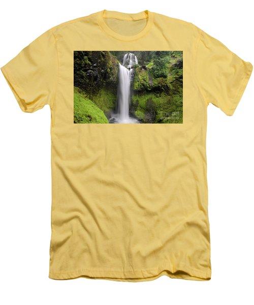 Falls Creek Falls In Washington  Men's T-Shirt (Athletic Fit)