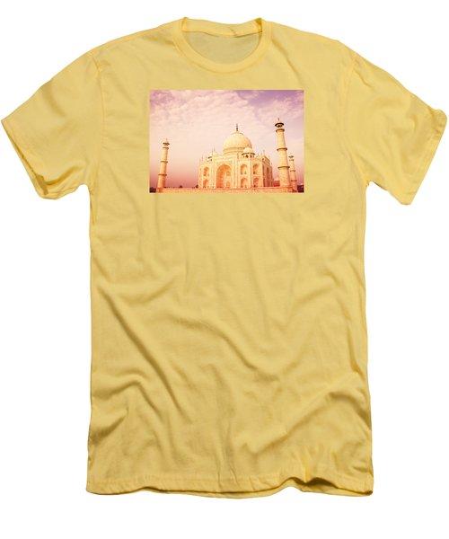Hot Taj Mahal Men's T-Shirt (Athletic Fit)