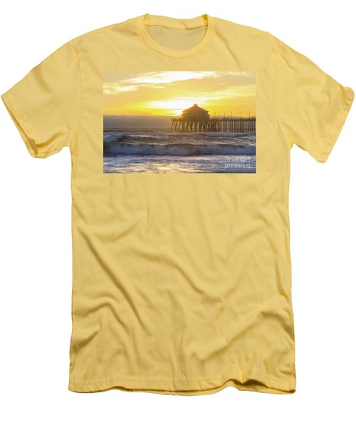 Huntington Peir 2 Men's T-Shirt (Athletic Fit)