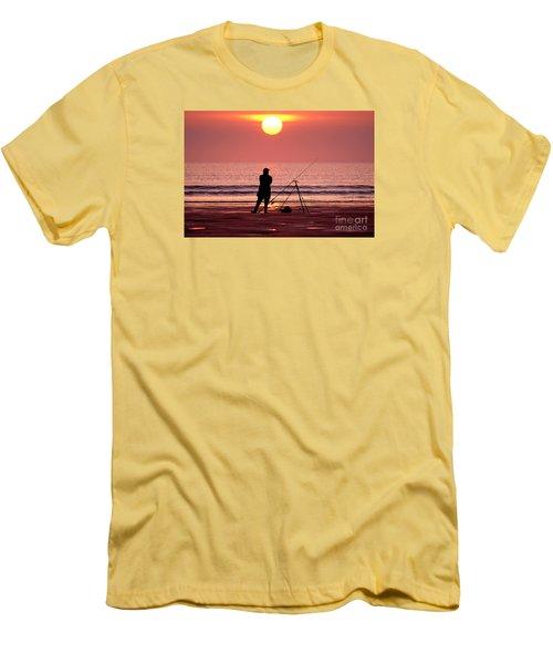 Llangennith Fishing At Sundown Men's T-Shirt (Athletic Fit)