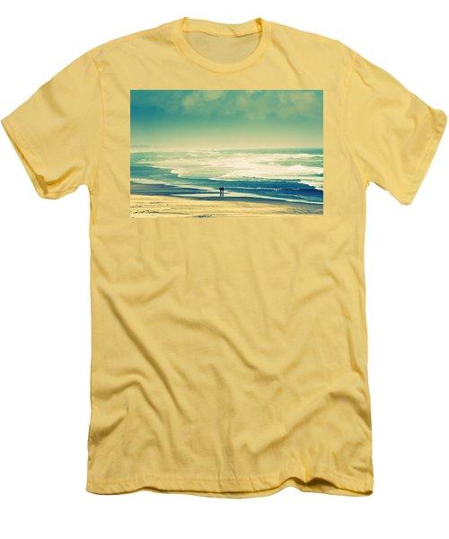 Nostalgic Oceanside Oregon Coast Men's T-Shirt (Slim Fit)