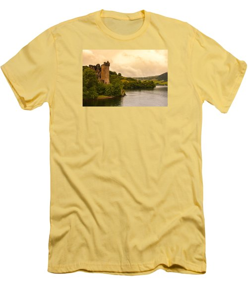 Scottish Castle Men's T-Shirt (Athletic Fit)