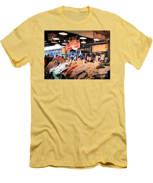 Seattle Fish Throw Pike St Market Men's T-Shirt (Athletic Fit)