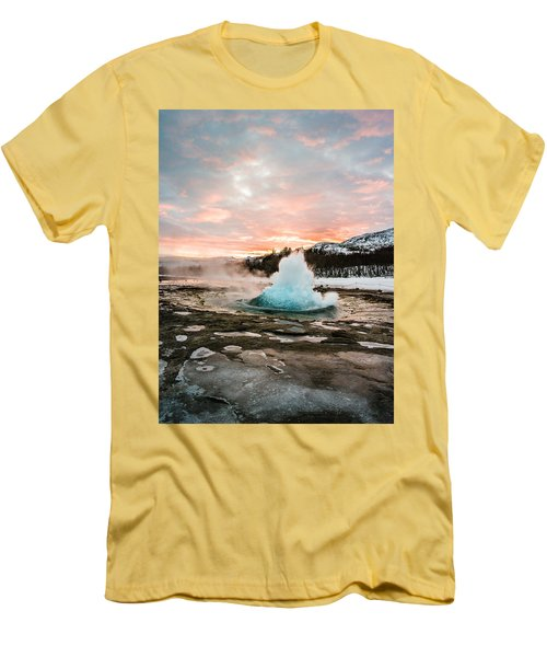 Strokkur Winter Blowup In Front Of Sunset Men's T-Shirt (Athletic Fit)