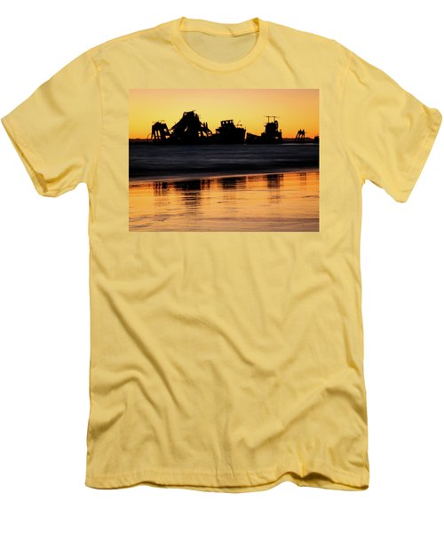 Tangalooma Wrecks Sunset Silhouette Men's T-Shirt (Athletic Fit)