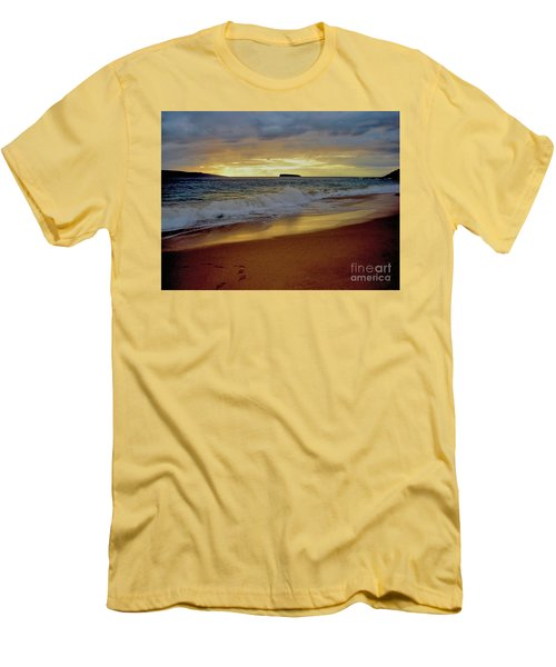 The Aura Of Molokini Men's T-Shirt (Slim Fit) by Victor K