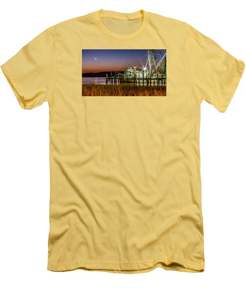 The Low Country Way - Folly Beach Sc Men's T-Shirt (Athletic Fit)